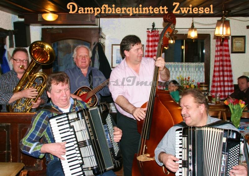 Das legendäre Dampfbier Quartett gibt beim Weißwurst Essen in Regen seine Visitenkarte ab.