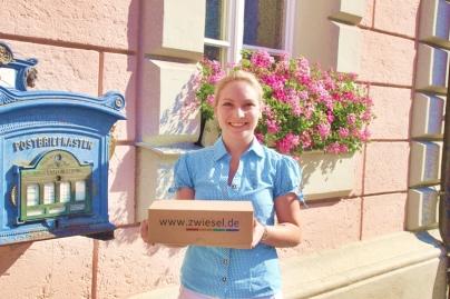 Glücksfee Katrin Schwarz von der Tourist Info Zwiesel