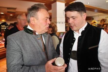 Der Minister informierte sich eingehen über den königlichen Senf