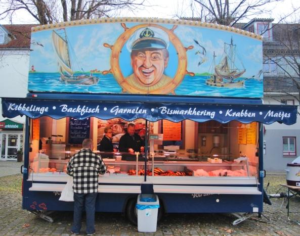 Gut gefüllt mit Schätzen aus dem Meer war der Verkaufswagen von Fischhändler Holger Büsing