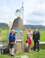 Das Weißwurstäquator-Denkmal in Zwiesel